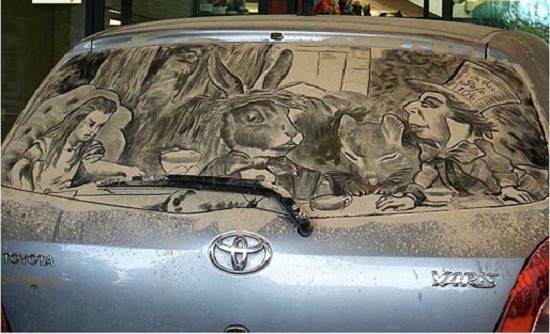 disegni su auto sporche