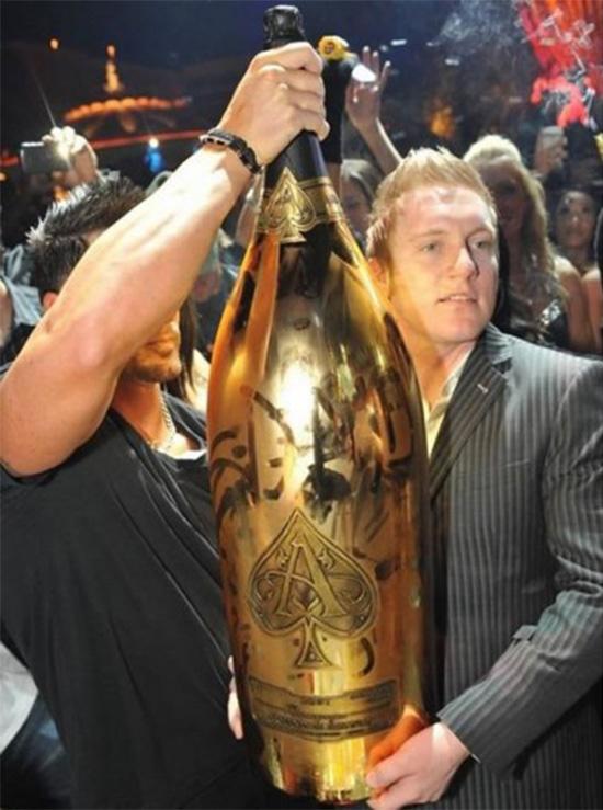 bottiglia-di-champagne-piu-grande-al-mondo
