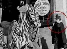 Il mistero della donna al cellulare in un filmato del 1928 fa impazzire il web