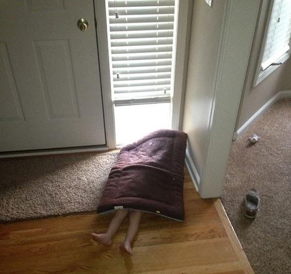 nascondino bambino nascosto