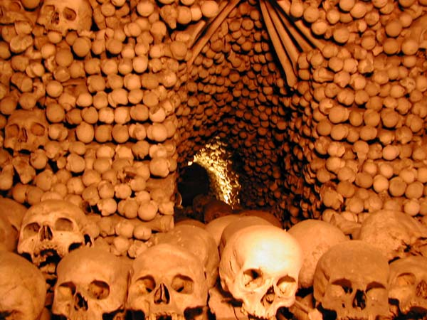 chiesa macabra ossa umane