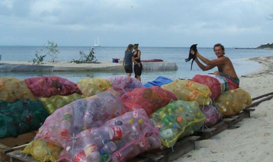 bottiglie plasitca per isola messico