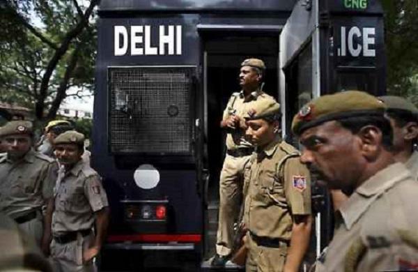 india brucia genitali stupratore figlia