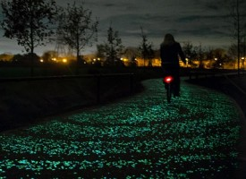"""Pedalare sulla """"Notte stellata"""", la pista ciclabile che splende al buio ispirata a Van Gogh"""