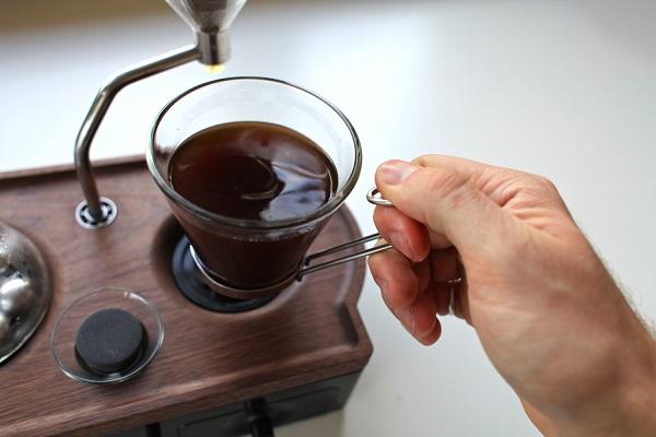 sveglia che prepara il caffe