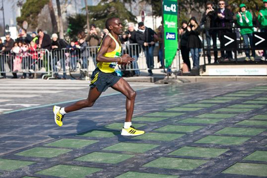 maratona parigi energia pedonale