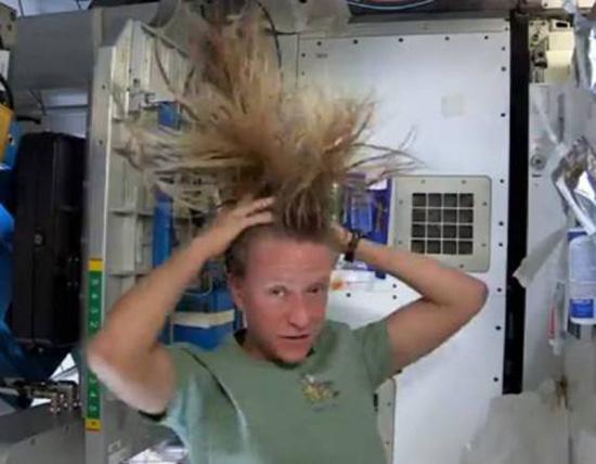 shampoo nello spazio di Karen Nyberg
