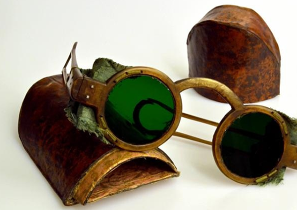 occhiali da sole antichi