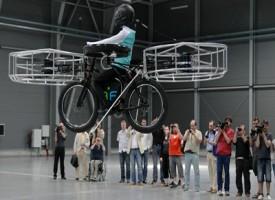 Flying Bike la bicicletta volante che ti aiuta nel traffico
