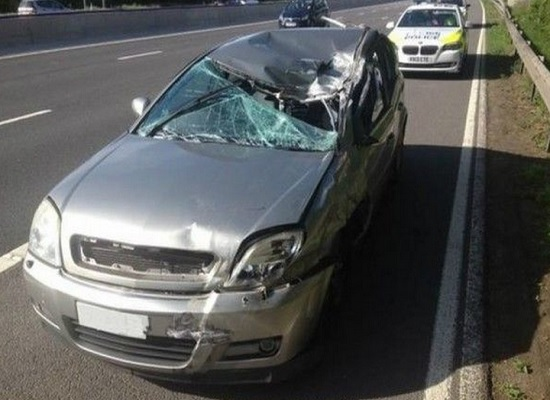 auto distrutta incidente mortale