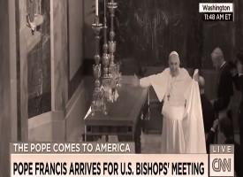 Video incredibile di Papa Francesco che fa una magia in Chiesa